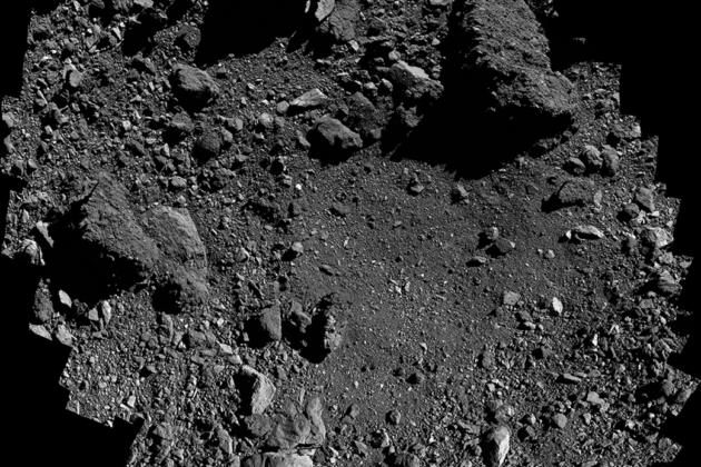 Nasan koostama kuva luotaimen laskeutumispaikasta Bennu-asteroidin pinnalla.