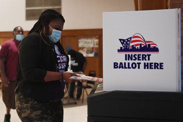 Äänestystä demokraattien kongressivaalien esivaalissa Missourin osavaltiossa 4. elokuuta.