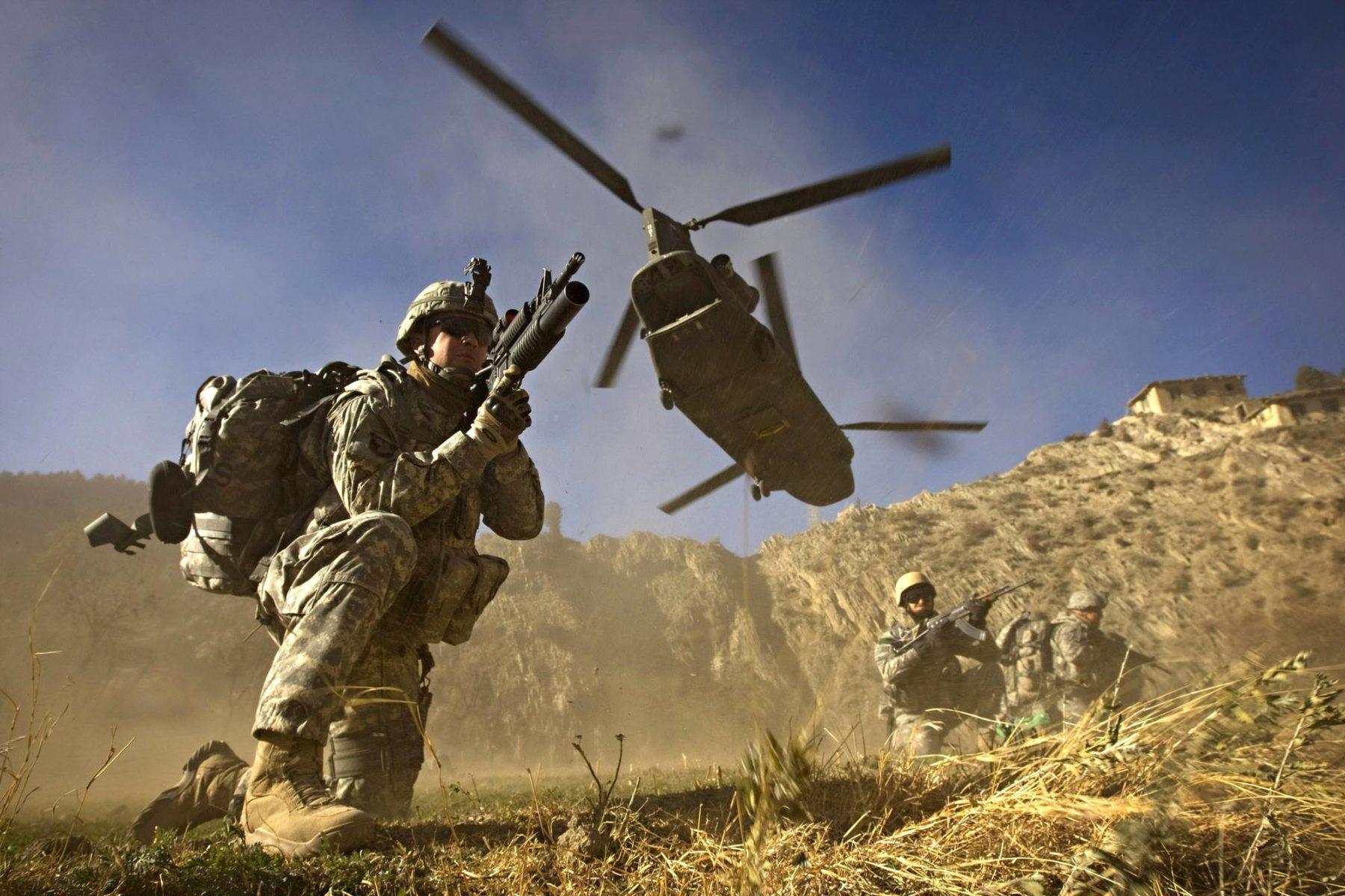 Yhdysvaltain armeijan sotilaat toimivat Afganistanin ja Pakistanin rajaseudulla marraskuussa 2008.