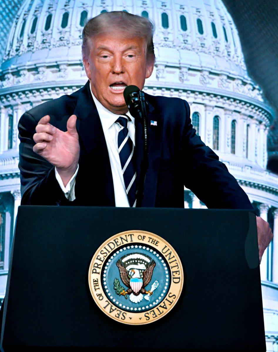 QAnon-salaliittoväen mukaan koronaepidemia on hämäys, jolla pyritään estämään presidentti Donald Trumpin uudelleenvalinta.