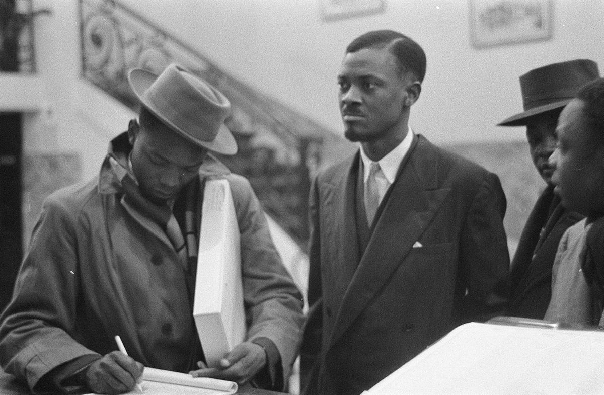 Patrice Lumumba (kesk.) vieraili Brysselissä tammikuussa 1960.
