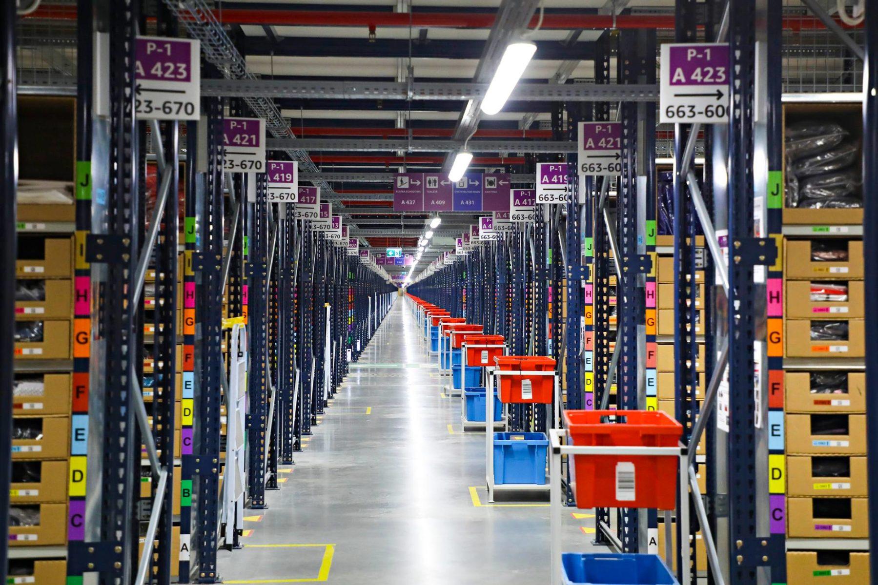 Amazon rakensi Puolan Sosnowieciin 135000 neliömetrin välivaraston. Tiloihin toimitetaan länsieurooppalaisten asiakkaiden vaate- ja kenkätilauksia.