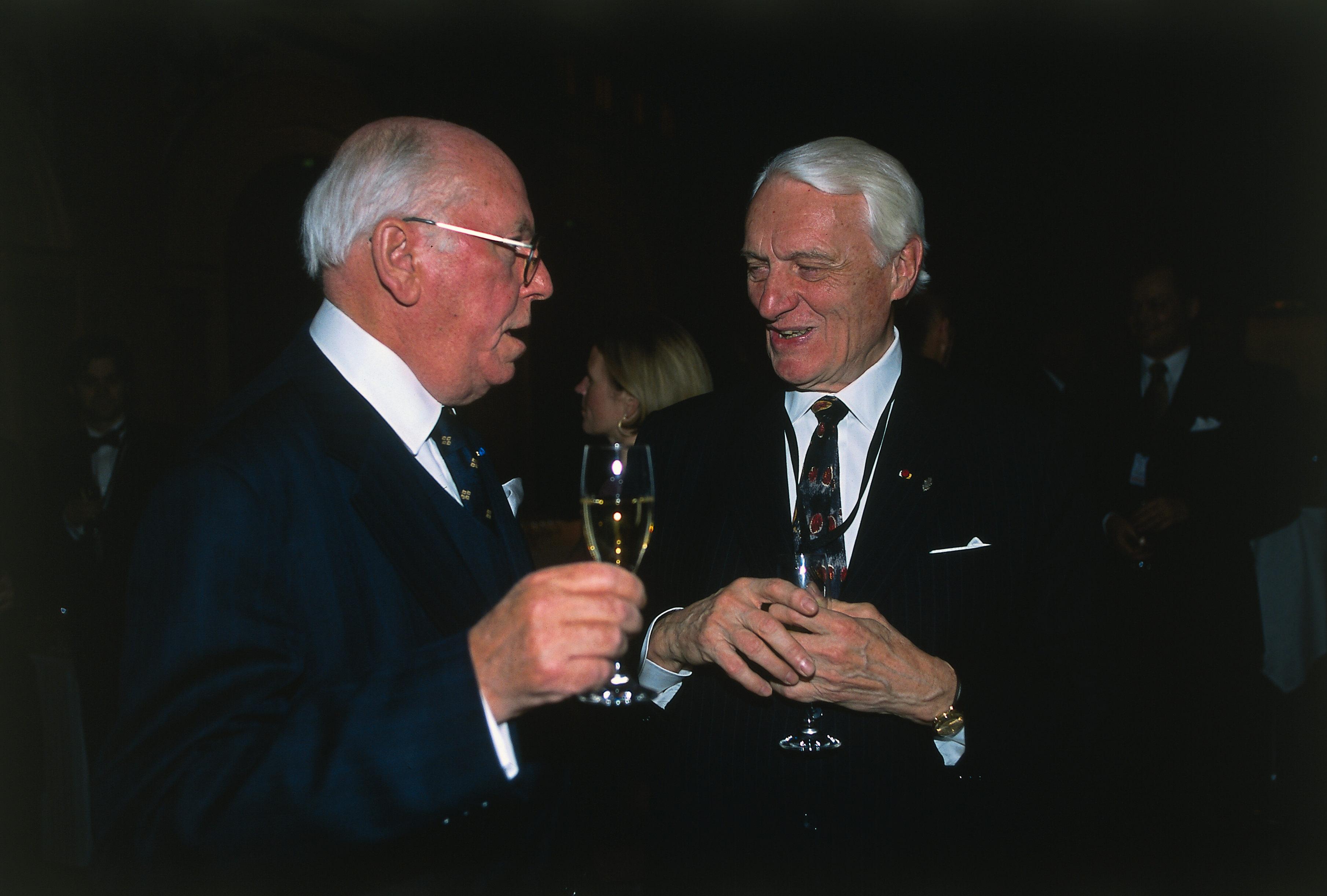 Heikki A. Reenpää ja Viron presidentti Lennart Meri osallistuivat Suomen Kuvalehden 85-vuotisjuhliin Vanhalla ylioppilastalolla Helsingissä vuonna 2001.