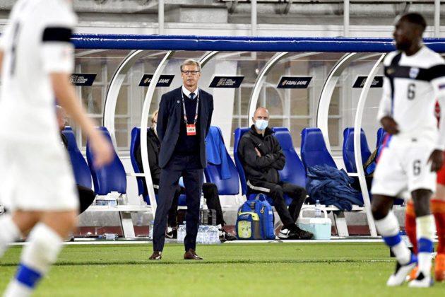 Päävalmentaja Markku Kanerva seurasi miesten jalkapallomaajoukkueen otteita Walesia vastaan Helsingissä 3. syyskuuta.