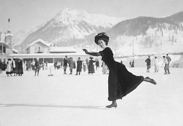 Ludovika Jakobsson uransa alkuaikoina Davosissa. Hän oli ensimmäinen suomalainen naisolympiavoittaja Antwerpenin kisoissa vuonna 1920.