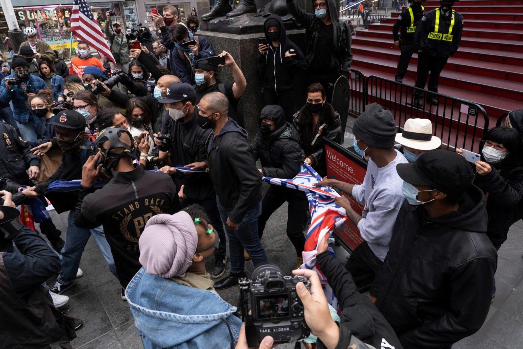 Presidentti Donald Trumpia tukevia mielenosoittajia New Yorkissa 25. lokakuuta.