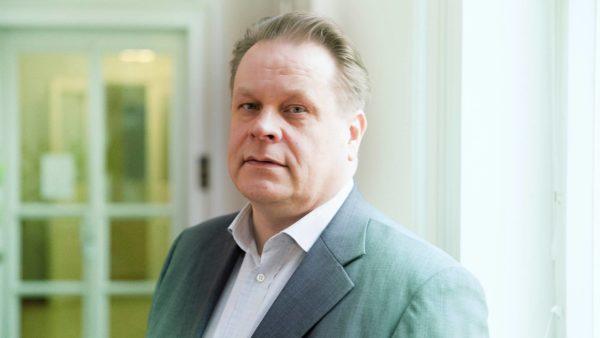Kari Jääskeläinen, 50, on työskennellyt kolmen ministerin avustajana.