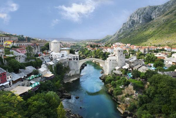 Mostar tunnetaan ennen kaikkea Stari Most -sillastaan.