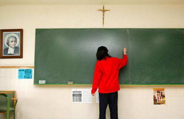 Vuonna 2009 Espanjassa kiisteltiin krusifiksien kieltämisestä kouluissa.