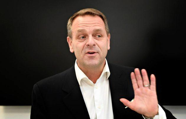Jan Vapaavuoren ratkaisu jättää kokoomuslaiset tukalaan tilanteeseen.