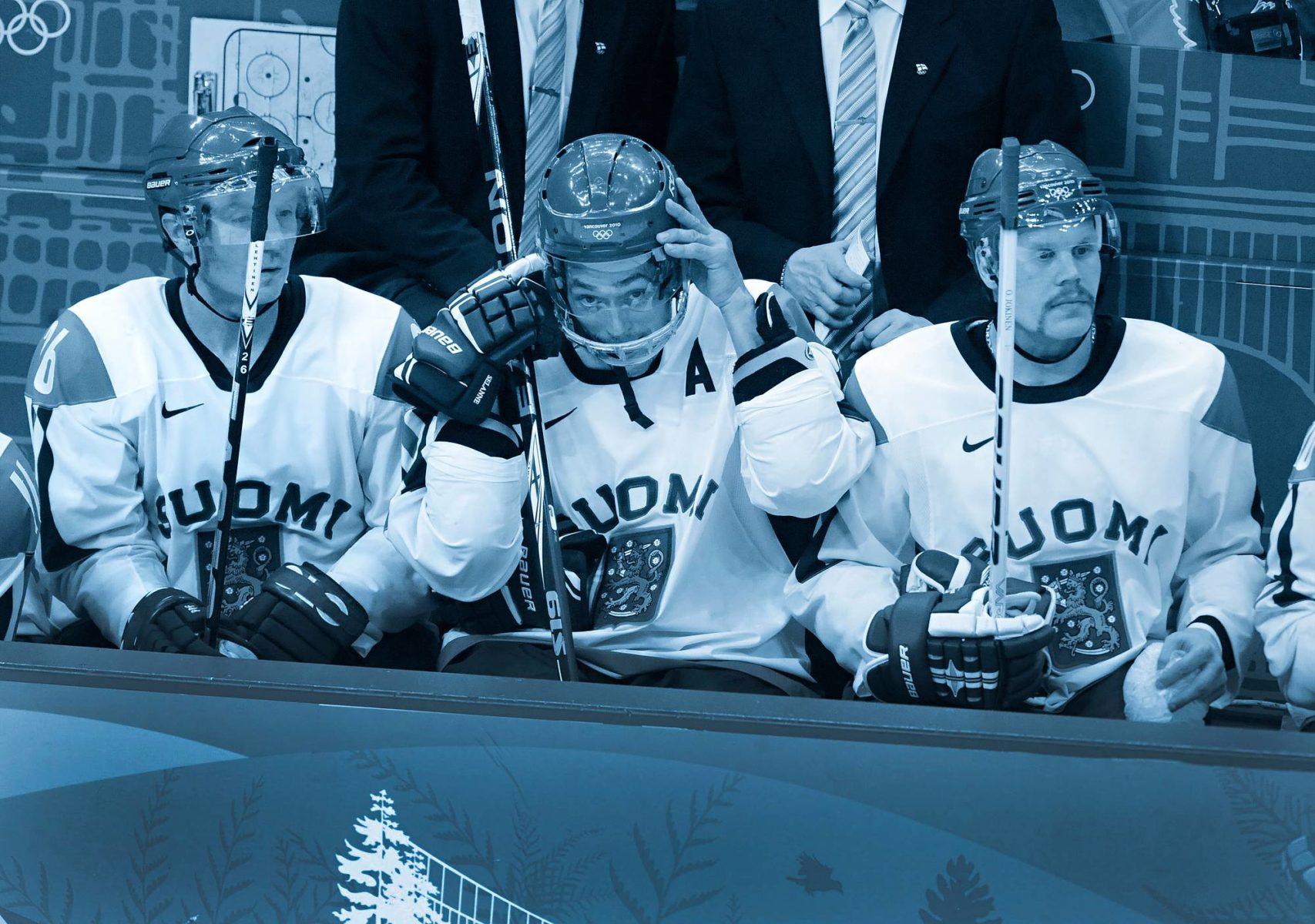 Jere Lehtinen, Teemu Selänne ja Olli Jokinen leijonapaidassa talviolympialaisissa Vancouverissa 2010.