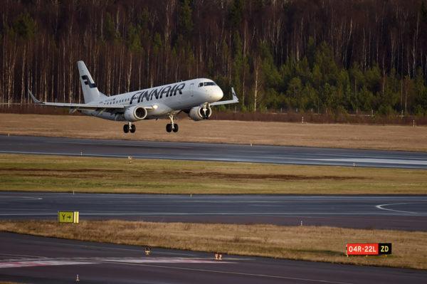 Finnairin matkustajakone Helsinki-Vantaan lentokentällä marraskuussa 2020.