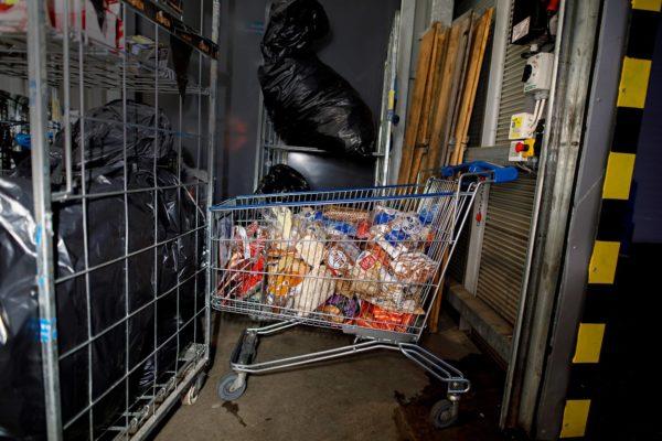 Ylöjärven Citymarketin hävikkileipä on kasattu ostoskärryyn.