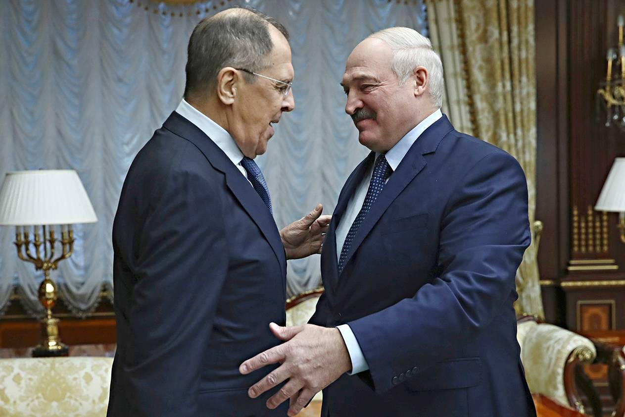 Venäjän ulkoministeri Sergei Lavrov (vas.) ja Valko-Venäjän presidentti Aljaksandr Lukašenka tapasivat 26. marraskuuta.