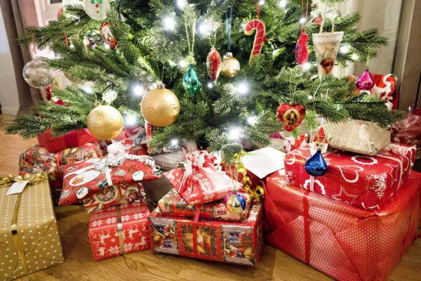 Joulutarinat voivat tuoda iloa epävarmuuden keskellä.
