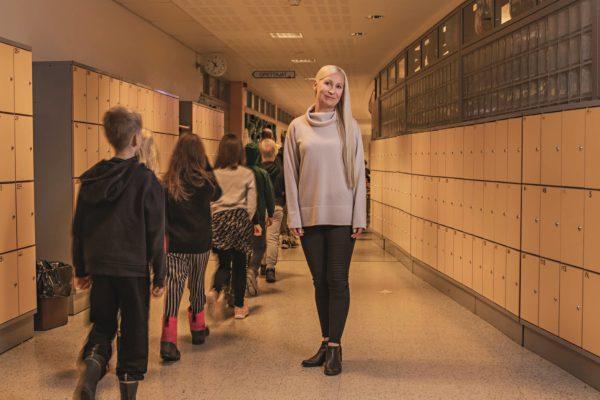 Sini Berghäll työskentelee kasvatusohjaajana Hyökkälän koulussa Tuusulassa.