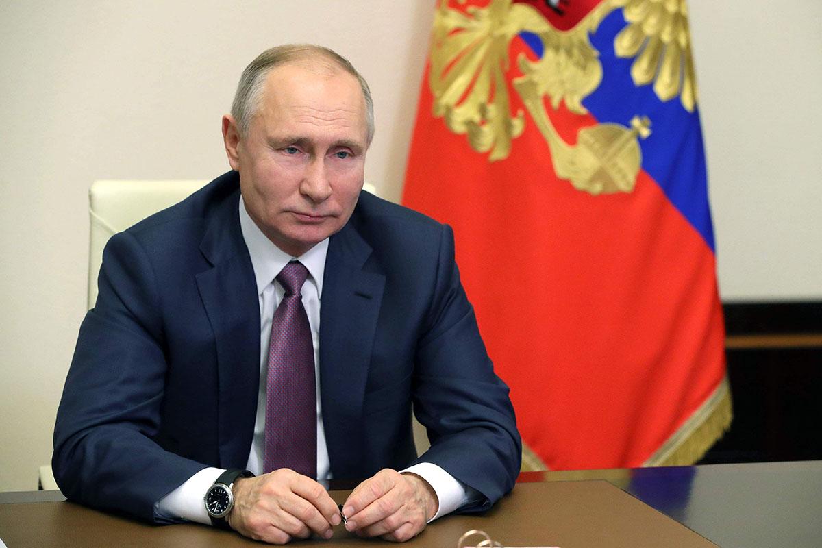 Venäjän presidentti Vladimir Putin videotapaamisessa hallituksen kanssa 24. joulukuuta 2020.