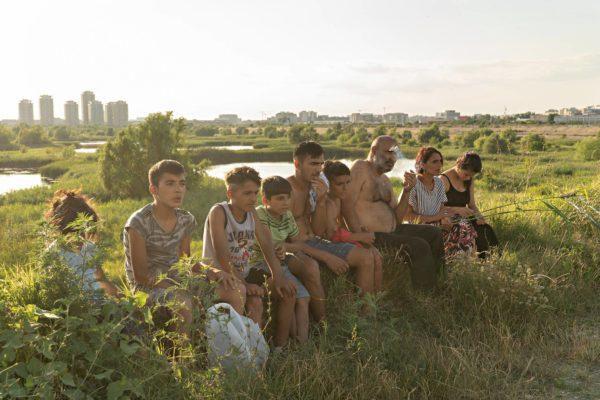 Enachen perhe asui Văcăreștin puistossa, Bukarestin laitamilla.