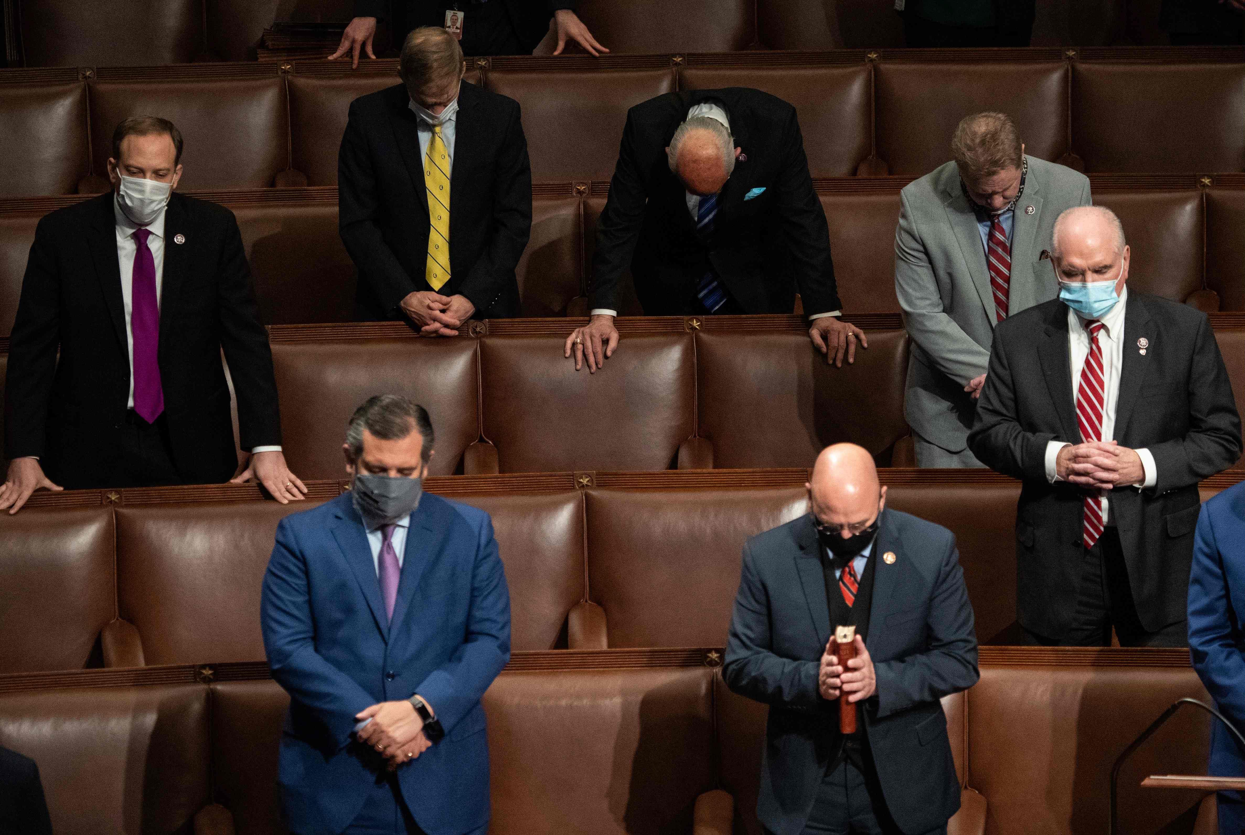 Kongressin republikaanit rukoilivat 7. tammikuuta, kun edellisenä päivänä alkanut, hyökkäyksen keskeyttämättä kokous oli saatu vietyä päätökseen ja demokraatti Joe Biden oli julistettu Yhdysvaltain seuraavaksi presidentiksi. Hän vannoo virkavalansa 20. tammikuuta.