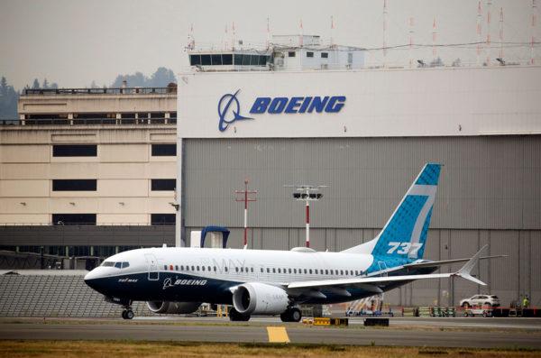 Boeing 737 MAX -kone lähdössä testilennolle yhtiön tehtailla Seattlessa.