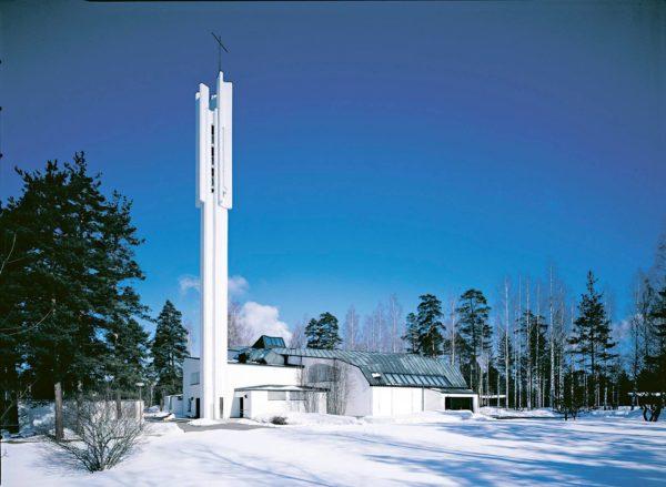 Kolmen Ristin kirkko sijaitsee Imatran Vuoksenniskalla.