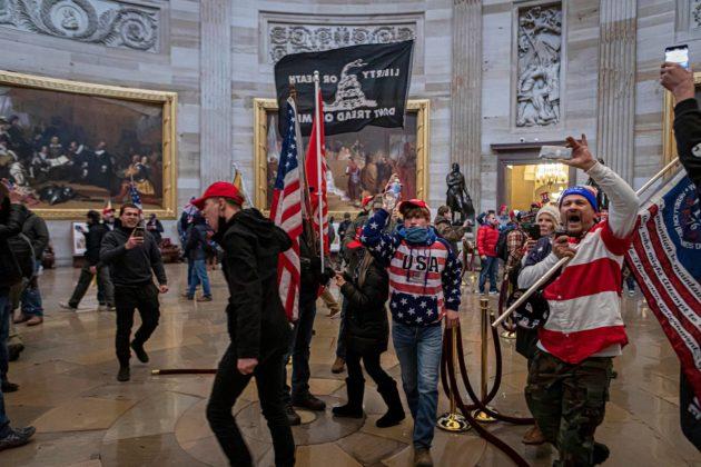 Mellakoijat tunkeutuivat Capitolille sen jälkeen, kun Trump oli puhunut heille Valkoisen talon edustalla.