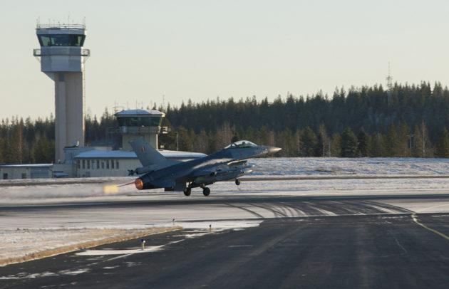 Belgian ilmavoimien F-16 -hävittäjä vieraili Rovaniemellä Naton Trident Juncture 18 -harjoituksen yhteydessä lokakuussa 2018.