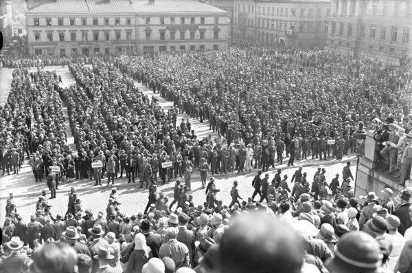 Talonpoikaismarssi heinäkuussa 1930 oli Lapuan liikkeen merkittävin voimannäyttö. Pääjuhla pidettiin Senaatintorilla.