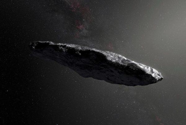 Oumuamua on kuvattu havainnekuvissa usein sikarin muotoiseksi. On kuitenkin todennäköisempää että kappale oli litteä, pannukakkumainen.