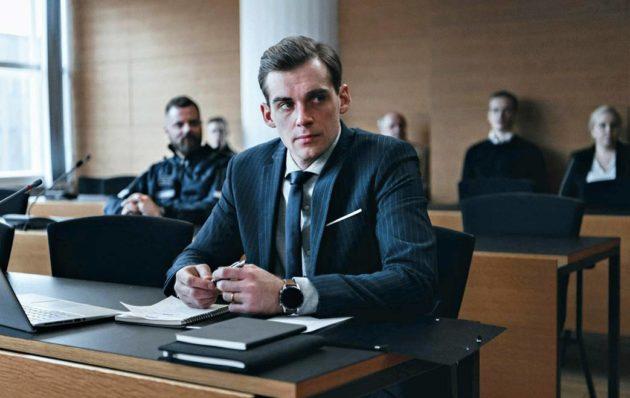 Lauri Tilkanen tekee kylmän roolisuorituksen juristina.