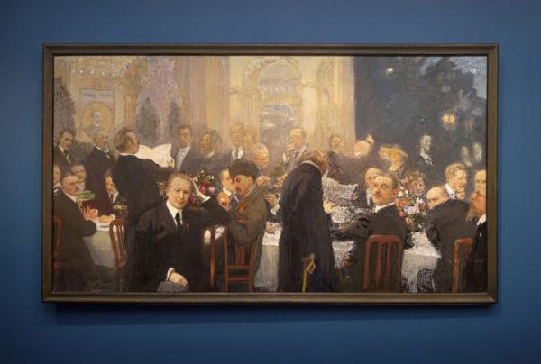 Suomen suurmiehiä -maalaus (1920–1927) perustuu illanviettoon Seurahuoneella syyskuussa 1920. Eino Leino lausuu runoa. Kumarainen hahmo eturivin keskellä on Ilja Repin itse. Etummaisena vasemmalla istuu arkkitehti Eliel Saarinen. Akseli Gallen-Kallela sytyttää piippuaan.