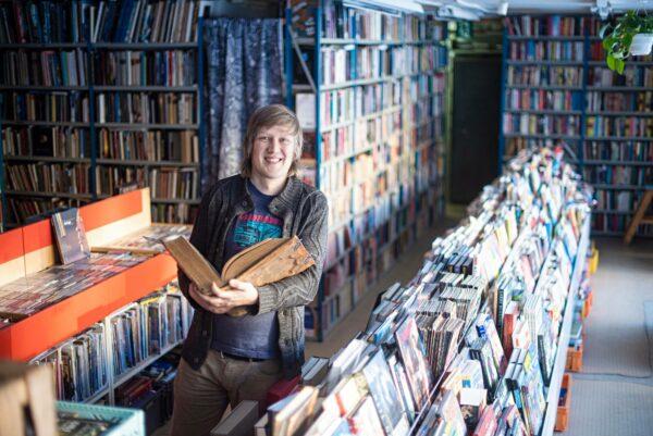 Tomi Tuominen matkusti teininä Raumalta Turkuun antikvariaattiin.