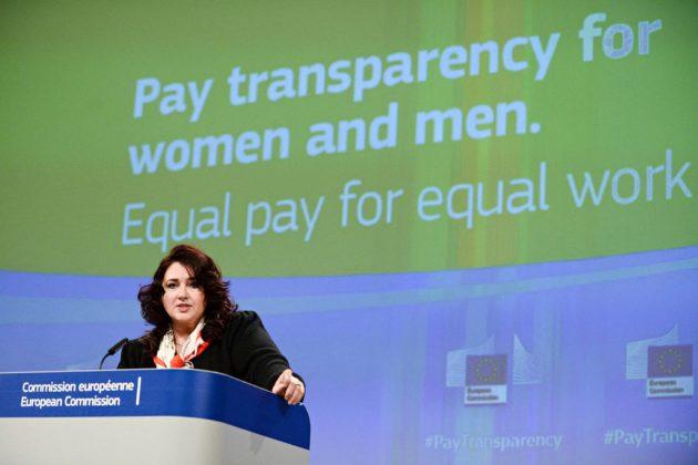 EU-komissio esitteli lakialoitteensa 4. maaliskuuta. Kuvassa tasa-arvokomissaari Helena Dalli.