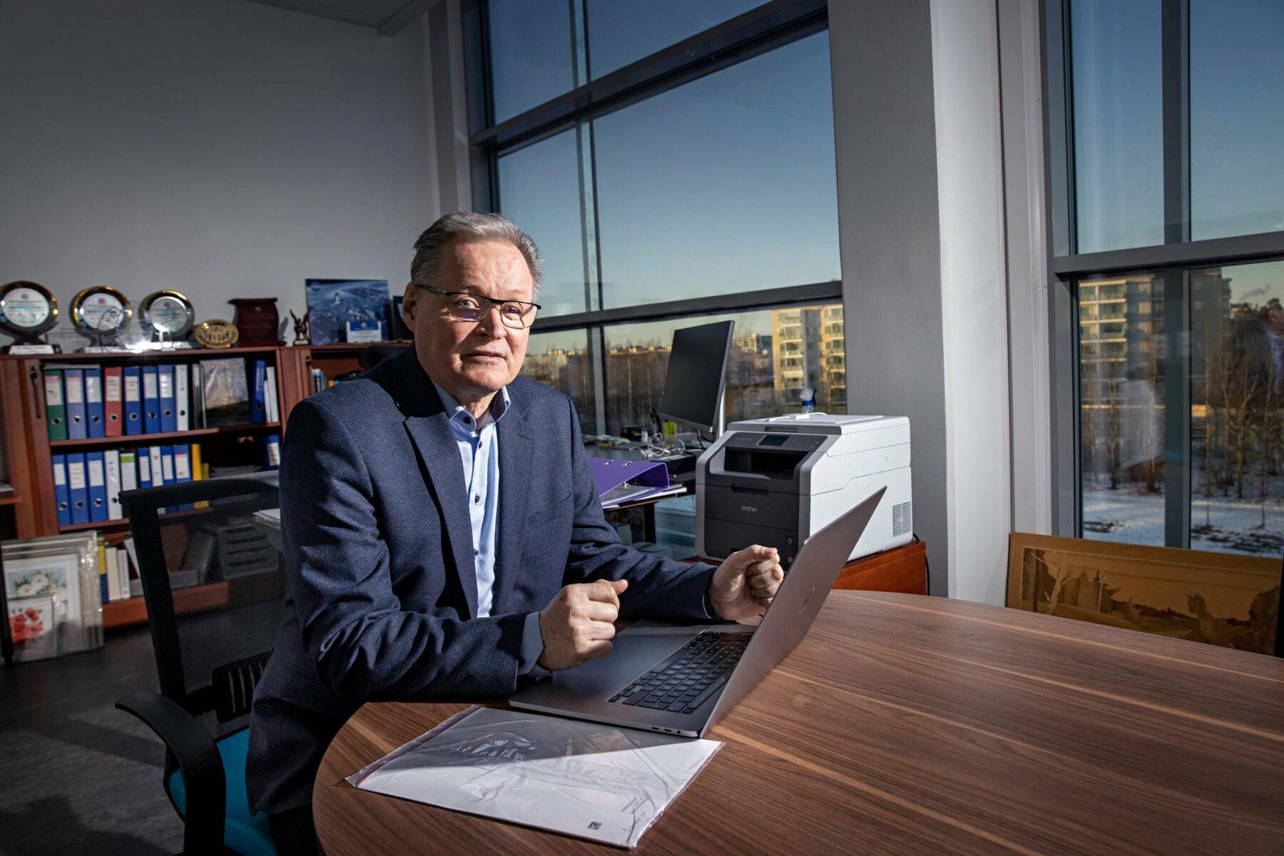 AlfaTV:n perustajalla Hannu Haukalla on Kanadan ja Suomen kaksoiskansalaisuus.