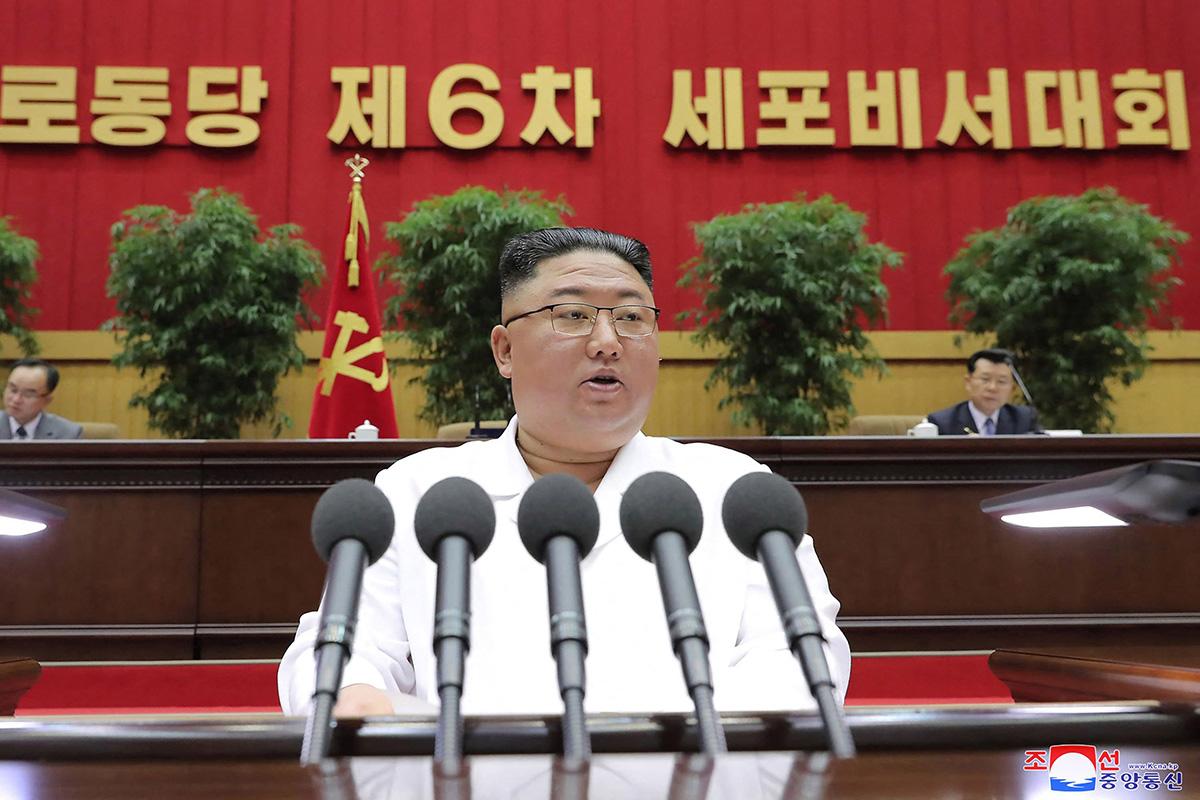 Pohjois-Korean diktaattori Kim Jong-un puhui Pohjois-Korean kommunistisen puolueen tilaisuudessa Pjongjangissa 8. huhtikuuta.