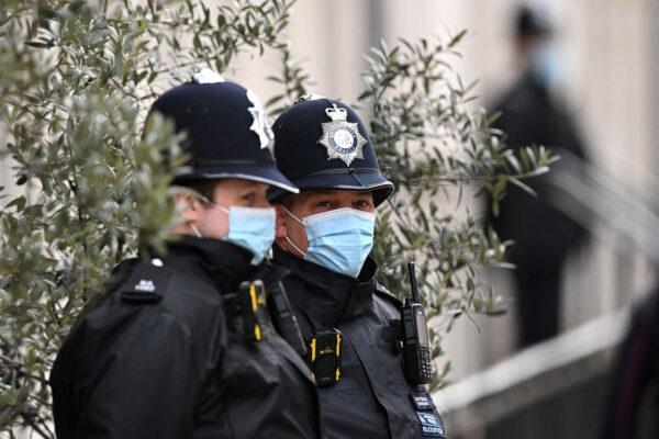 Poliiseja Lontoossa 6. maaliskuuta. Kuvituskuva.