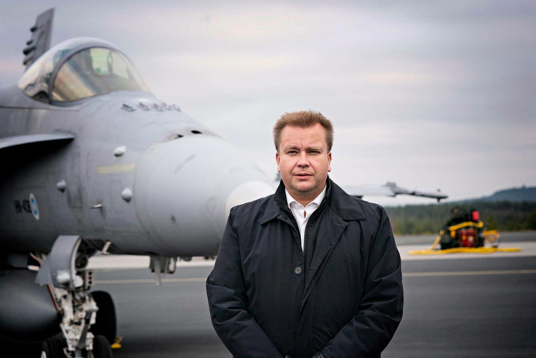 Puolustusministeri Antti Kaikkonen Ruska 20 -sotaharjoituksessa Rovaniemellä syksyllä 2020.