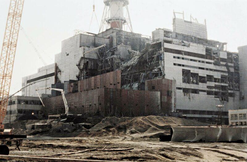 Ydinvoimala-alueella tehtiin korjaustöitä elokuussa 1986.