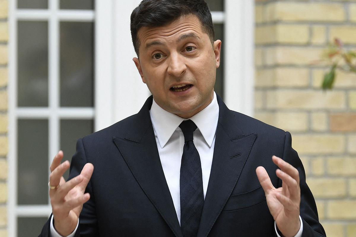 Ukrainan presidentti Volodymyr Zelenskyi puhui Pariisissa 16. huhtikuuta 2021.