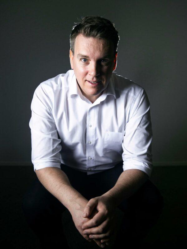 Rahapodi-podcastia isännöivä Martin Paasi on Nordnetin talousasiantuntija ja Suomen ekonomien puheenjohtaja.