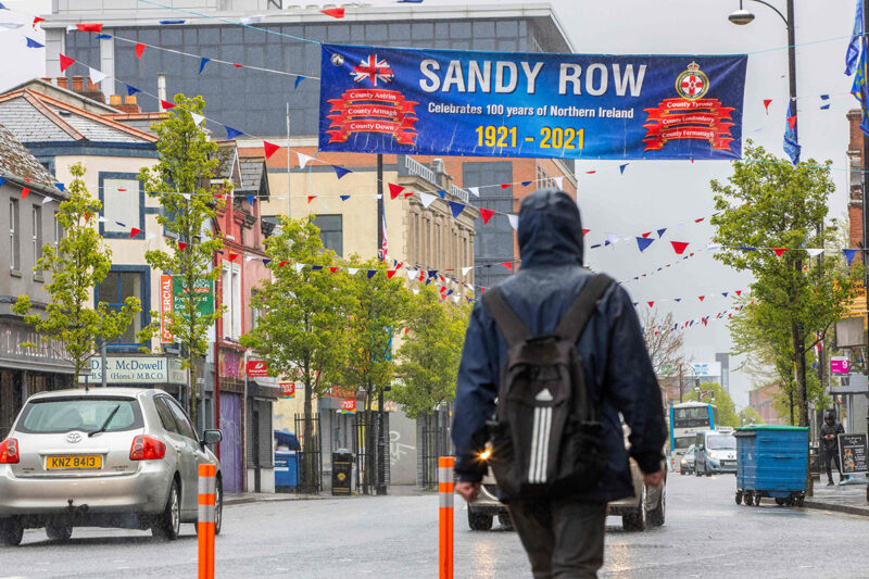 Pohjois-Irlanti syntyi sata vuotta sitten 3. toukokuuta 1921, kun saaren protestanttinen pohjoisosa irtautui tasavallasta. Belfastin Sandy Row'ssa päivää juhlistettiin koristeluin.