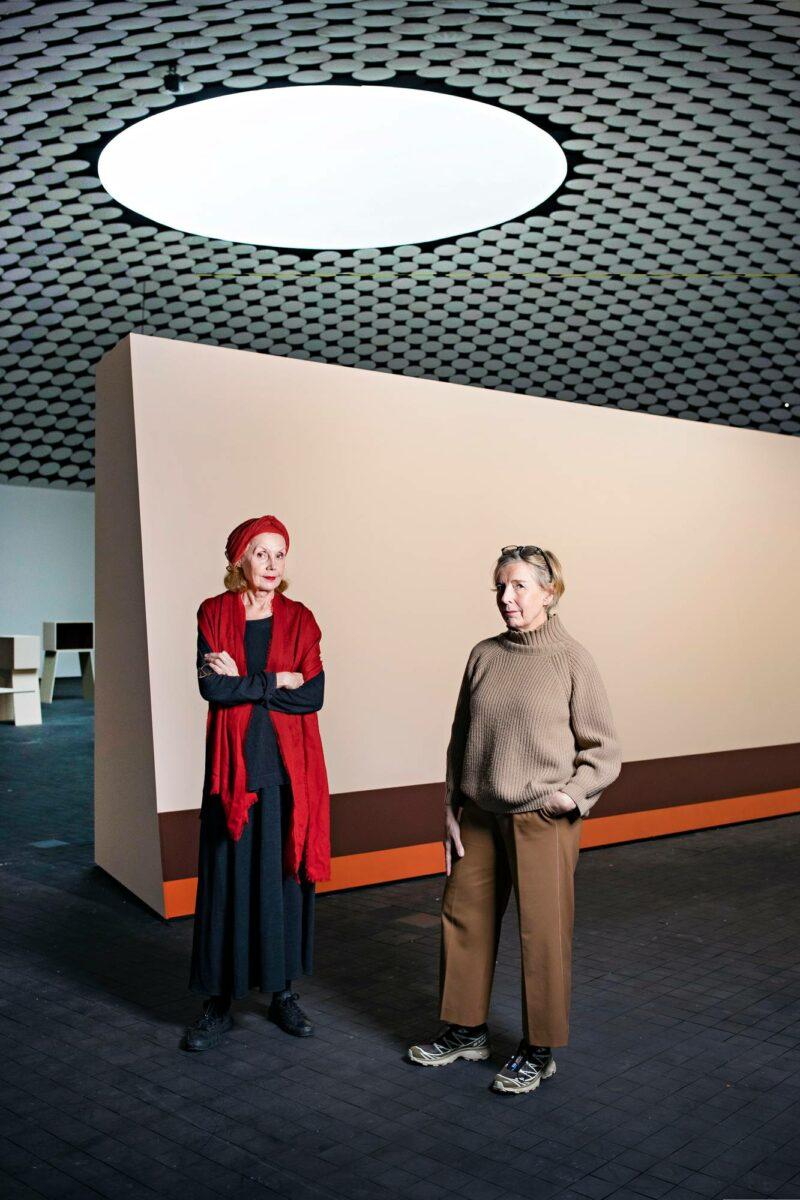 Kaija Saariaho (vas.) ja Raija Malka.
