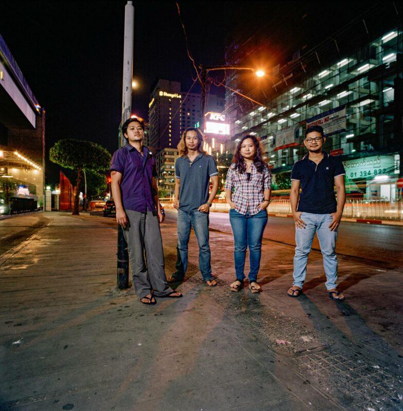 Neljä tunnettua nuorta myanmarilaista kirjailijaa Yangonissa 2017. Nyt kolme heistä on pidätettynä. Omaisten toiveesta nimiä ei julkaista.