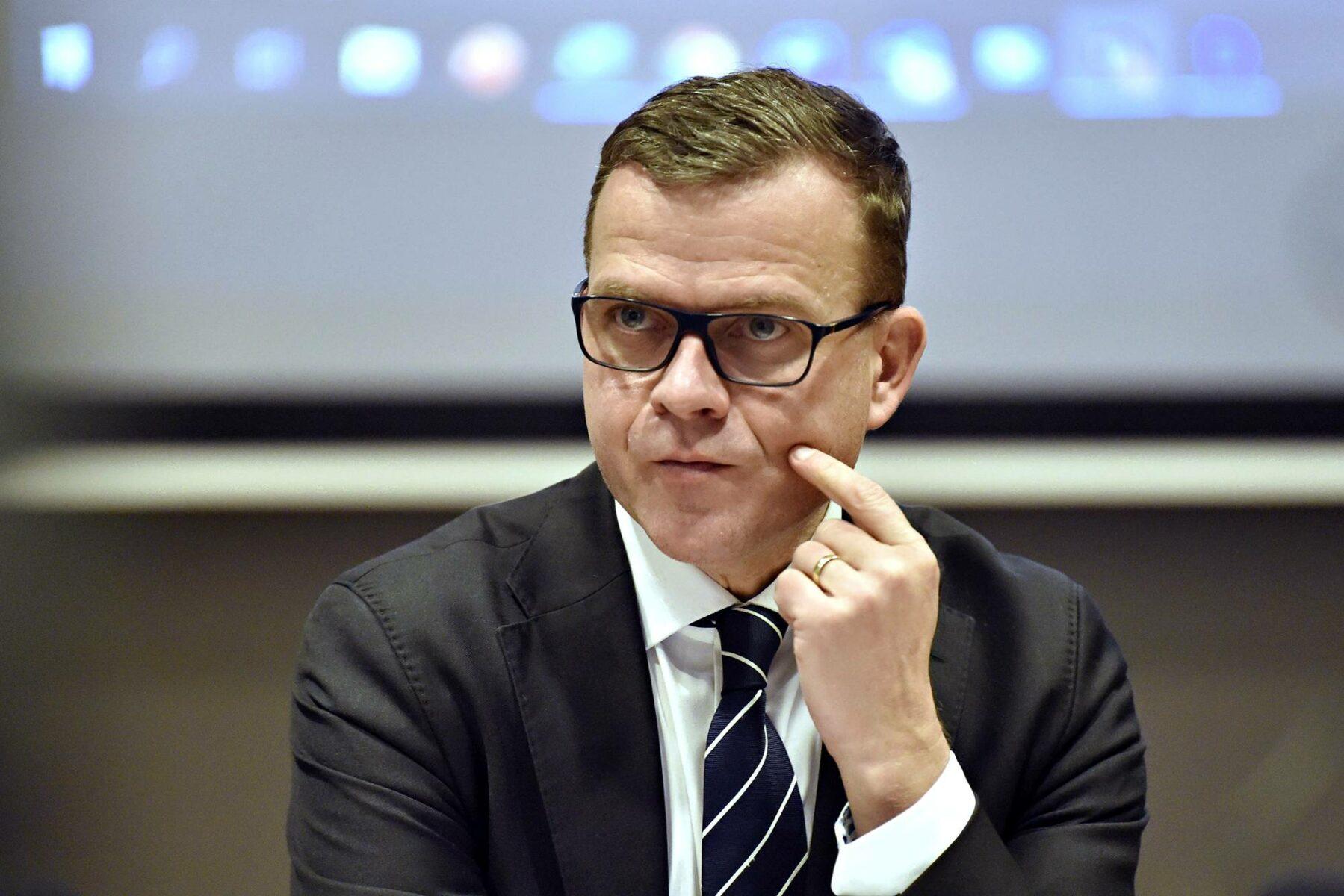 """Puheenjohtaja Petteri Orpon mukaan kokoomus ei halua ajaa Eurooppaa """"kaaoksen tilaan""""."""