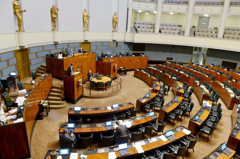 Torstaina 13. toukokuuta keskustelu oli jatkunut jo kaksi päivää.