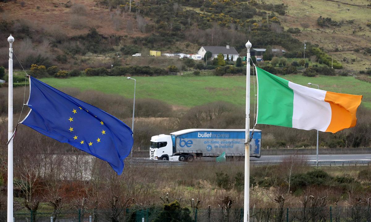 EU:n ja Irlannin liput.
