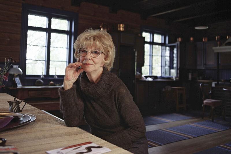 Kirjailija Eeva Joenpelto Sammatissa elokuussa 2000.