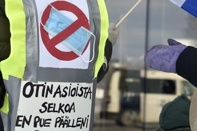 Kansallismielisten Muista ystävyys -mielenosoitus Kansalaistorilla Helsingissä 14. helmikuuta 2021.