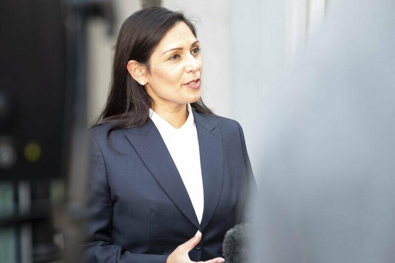 Maahanmuuttoasioista vastaava Britannian sisäministeri Priti Patel.