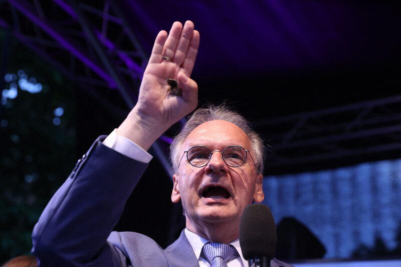 Saksi-Anhaltin pääministeri Reiner Haseloff puhui puolueensa CDU:n kannattajille osavaltion pääkaupungissa Magdeburgissa sunnuntaina 6. kesäkuuta 2021.